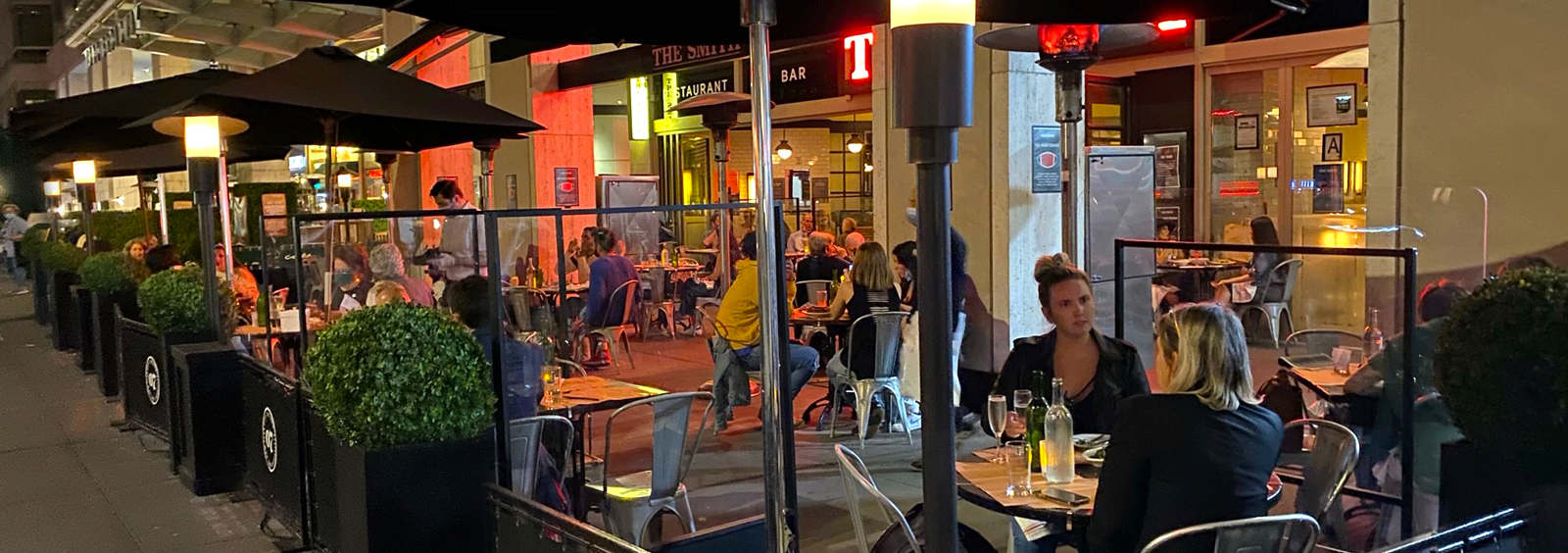 people dining on the empire rooftop