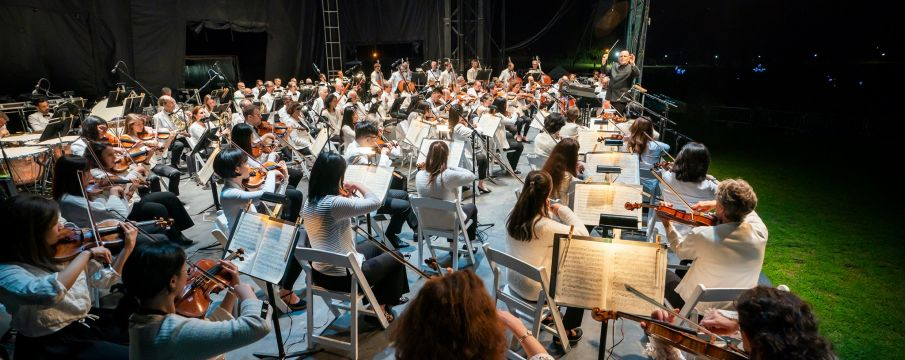 new york philharmonic playing outside